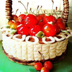 Bolo de cerejas de doce fino de Monchique. //cherries cake made from massapan #produtoslocais #docefino #doçaria #doçariaalgarvia #docefino #cake #cherries #cerejas #Monchique