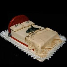 I think this is the more humane way to freak someone out, use a cake not a horse head lol