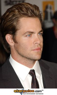 Just ignore the fugly website at the bottom BECAUSE LOOK AT HOW BEAUTIFUL HE IS. #ChrisPine