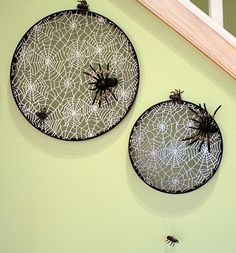 Spider web decor made using cheap embroidery hoops, fabric from walmart from the scrap bin and spiders from Dollar General.  Embroidery hoops: 2.00  Fabric: .79  Spiders: 2.00  A cute project for under $5.00! Spider Web Decoration, Embroidery Hoop Decor, Halloween Boo, Dollar General, Spiders, Holiday Crafts, Halloween Decorations, Hate, Decorative Plates