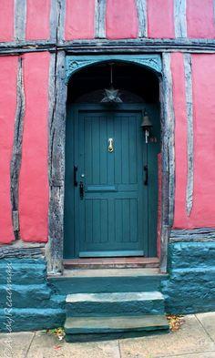 Woodbridge, Suffolk, England, Pink walls & turquoise everything else Cool Doors, Unique Doors, Stairs Window, Doorway, Door Knockers, Door Knobs, Woodbridge Suffolk, When One Door Closes, Wood Bridge