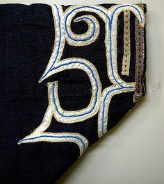 写真:複製中の18世紀中ごろのアイヌ衣服の文様