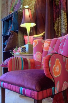 fauteuil patchwork, joli fauteuil en rose et pourpre