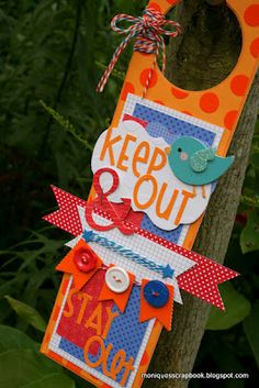 Tuesday Tutorial: Door Hanger by Monique Diy Craft Projects, Crafts For Kids, Arts And Crafts, Paper Crafts, Diy Crafts, Doorknob Hangers, Door Hangers, Door Knobs Crafts, Kids Klub