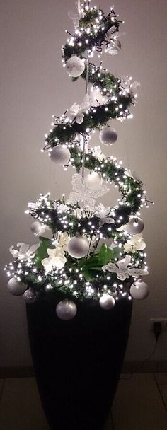Dekoration Weihnachten – Fabulous Christmas Tree Decoration Ideas 2018 Fabulous Christmas Tree Decoration Ideas 2018 Source by ozlemglrtnc Noel Christmas, Simple Christmas, Christmas Wreaths, Christmas Ornaments, Homemade Christmas, Christmas Ideas, White Christmas, Christmas Tree Ideas For Small Spaces, Beautiful Christmas