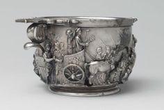 Cuenco de plata del tesoro de Boscoreale, se ve a el Emperador tiberio triunfante sobrenun carro (antigua roma)