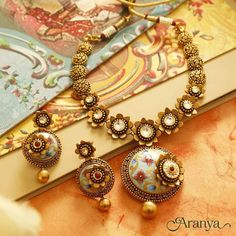 Ultimate 35 Gold Necklace Designs Images Of This Year Indian Jewelry Sets, Silver Jewellery Indian, Gold Jewellery Design, Gold Jewelry, Jewellery Earrings, Quartz Jewelry, India Jewelry, Antique Jewellery, Handmade Jewellery