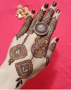 Mehndi henna designs are always searchable by Pakistani women and girls. Women, girls and also kids apply henna on their hands Mehndi henna designs are always searchable by Pakistani women and girls. Women, girls and also kids apply henna on their hands Easy Mehndi Designs, Henna Hand Designs, Dulhan Mehndi Designs, Latest Mehndi Designs, Bridal Mehndi Designs, Mehendi, Mehndi Designs Finger, Mehndi Designs For Girls, Mehndi Designs For Beginners