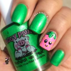 Loving this adorable nail design from The Crafty Ninja using Piggy Paint shades Eat Your Peace and Pinkie Promise!