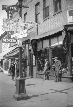 Main Street with panhandlers and signpost Photographer / Studio: Knight, Rolf Location: British Columbia - Kamloops Iconic Photos, Old Photos, Commercial Street, Canadian History, Photographic Studio, Most Beautiful Cities, Vintage Pictures, Main Street