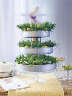 Formas de bolo usadas para montar o arranjo de mesa