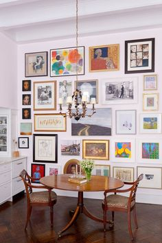 You can NEVER have too much art to hang! How to hang the perfect gallery wall. Gallery wall layouts are so beautiful but are so intimidating for the amateur interior designer. Here are our tips fro the perfect art photography wall Inspiration Wall, Interior Inspiration, Cheap Home Decor, Diy Home Decor, Wall Design, House Design, Home And Deco, Decoration, Gallery Walls