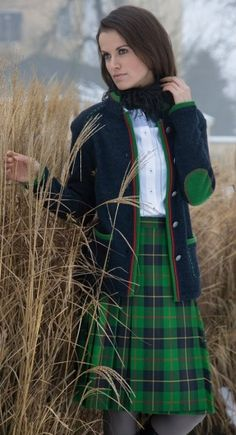 Beautiful Tartan Look Outfit Ideas For Ladies 25 Tartan Skirt Outfit, Plaid Skirts, Skirt Outfits, Irish Fashion, Scottish Fashion, Tartan Mode, Tartan Fashion, Scottish Plaid, Checkered Skirt