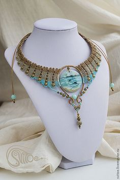 Macrame necklace (ocean colors and beautiful focal bead! Macrame Colar, Macrame Necklace, Macrame Jewelry, Wire Jewelry, Jewelry Crafts, Jewelry Art, Jewelery, Handmade Jewelry, Jewelry Design