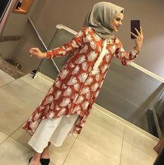 Hijab Fashion Summer, Abaya Fashion, Muslim Fashion, Women's Fashion Dresses, Fashion Pants, Fancy Dress Design, Stylish Dress Designs, Stylish Dresses, Simple Dresses