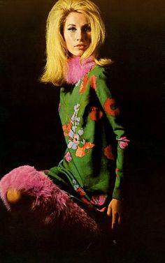 Jane Holzer, Vogue 1964, dress by Vicky Tiel & Mia Fossnagrives