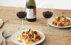 Food and Wine Pairing: Sparkling Chardonnay Pinot Noir and Barbera Wine Recipes, Great Recipes, Mets, Pinot Noir, Wine Tasting, Wines, Food And Drink, Snacks, Breakfast