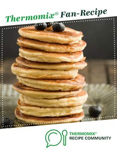 These need almost double the amount of liquid for us, milk and a good splash of water These are the yummiest fluffiest Thermomix pancakes ever and are so easy to make. All you do is add the ingredients to the Thermomix bowl, mix it up and the Thermomix Pancakes, Thermomix Desserts, Pancakes Easy, Fluffy Pancakes, Pancakes And Waffles, Sweets Recipes, Cooking Recipes, Bellini Recipe, Brunch