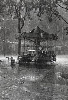 Robert Doisneau     Le Manège de Monsieur Barré, Paris     1955