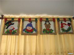 Cenefa de Navidad por cuadros Christmas Valances, Christmas Deco, Christmas Crafts, Felt Crafts, Diy Crafts, Cupcakes, Xmas Decorations, Wool Felt, Valance Curtains