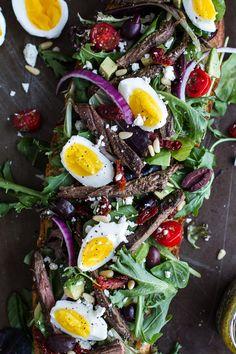 Greek steak salad, French bread, soft boiled eggs and feta Steak Salad Dressing, Steak Salat, Huevos Fritos, Soft Boiled Eggs, Hard Boiled, Half Baked Harvest, Cooking Recipes, Healthy Recipes, Soup And Salad