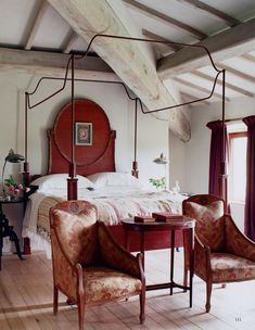 The World of Interiors, September Photo - Tim Beddow. Four poster canopy bed French Home Decor, Indian Home Decor, Unique Home Decor, Cheap Home Decor, Interiors Magazine, World Of Interiors, Home Decor Bedroom, Bedroom Signs, Diy Bedroom