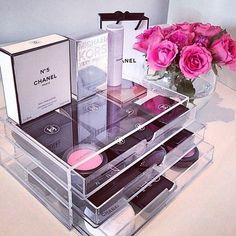 Acrylic cosmetic storage with beauty storage and Chanel make up! All Things Beauty, Beauty Make Up, Rangement Makeup, Make Up Storage, Storage Ideas, Muji Storage, Cosmetic Storage, Make Up Organiser, Chanel Makeup