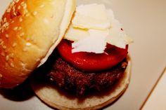 Burger time! Hamburger, Protein, Make It Yourself, Cooking, Ethnic Recipes, Food, Cucina, Kochen, Essen