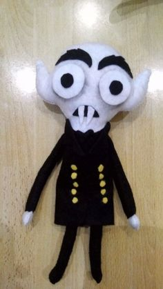 nosferatu felt, handmade for me by Juan Ojeda Cervera. Halloween Felt, Halloween Arts And Crafts, Halloween Projects, Cute Crafts, Felt Crafts, Halloween Knitting Patterns Free, Horror Crafts, Felt Pillow, Felt Applique
