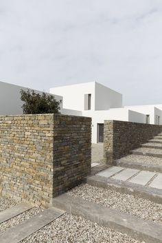 Paros House by John Pawson – Photo 2 of 4 – – Interior Design Addict John Pawson, A As Architecture, Residential Architecture, Contemporary Architecture, Casa Patio, Brickwork, Modern House Design, Modern Houses, Exterior Design