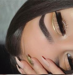 Image de eye makeup, glitter, and chifaa Makeup Eye Looks, Cute Makeup, Gorgeous Makeup, Pretty Makeup, Skin Makeup, Eyeshadow Makeup, Beauty Makeup, Gold Glitter Eyeshadow, Cut Crease Eyeshadow