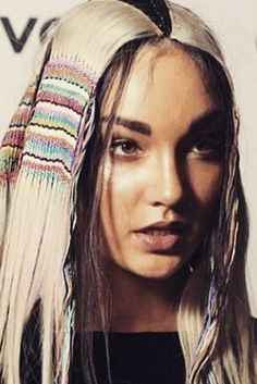 Hair Tapestries Are The New Festival Hairstyle Of The Moment Funky Hairstyles, Formal Hairstyles, Summer Hairstyles, Dread Wraps, Vintage Gypsy, Festival Hair, Hair Shows, Hair Designs, Hair Hacks