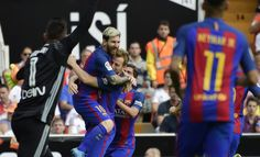 Barcelona's Argentinian forward Lionel Messi (C L) celebrates a goal with teammate Barcelona's Croatian midfielder Ivan Rakitic (C R) during the Spanish league football match between Valencia CF and FC Barcelona at the Mestalla stadium in Valencia on October 22, 2016. / AFP / JOSE JORDAN