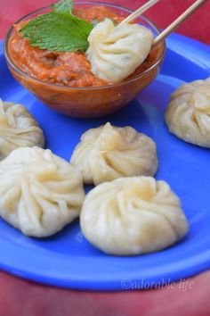 momos( chicken stuffed dumplings) with spicy red chilly dip Indian Snacks, Indian Food Recipes, Asian Recipes, Indian Foods, Chicken Momo Recipe, Chicken Recipes, Ramzan Recipe, Veg Momos, Momos Recipe