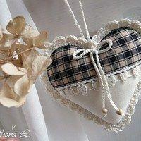 Srdíčka / Zboží prodejce Soňa L. | Fler.cz Valentine Crafts, Christmas Crafts, Valentines, Sewing Crafts, Sewing Projects, Patchwork Heart, Memorial Ornaments, Fabric Hearts, Quilted Ornaments