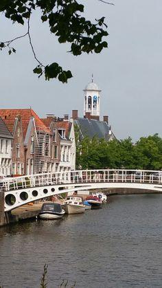 Dokkum - Het Kollumer Veerhuis (met toren)   is een monumentaal pand aan de Keppelstraat in Dokkum in de Nederlandse provincie Friesland. Het pand ligt op de hoek van de Keppelstraat, het Zuiderbolwerk en de Strobossersteeg in Dokkum. Het huis met de gemetselde trapgevel is waarschijnlijk halverwege de 17e eeuw gebouwd. Het huis lag aan de rand van de oude binnenstad vlak bij de vroegere Woudpoort en de stadswal.