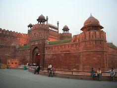 http://www.epocketguide.com/wp-content/uploads/2014/02/Red-Fort-2-Delhi.jpg