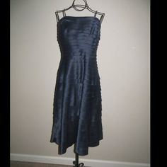 Adrianna Papell ~NWOT ~Navy Blue Dress Adrianna Papell ~NWOT ~Navy Blue Dress ~Built-In Bra ~Flattering Fit Adrianna Papell Dresses Strapless