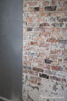 Täydelliset yhdessä - Kalklitir and brickwall Brick In The Wall, Brick Wall, Loft Wall, Open Space Living, Urban Farmhouse, Courtyard House, Rustic Contemporary, Exposed Brick, Minimalist Interior