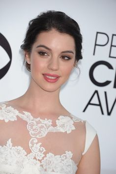 Adelaide Kane: pic #717627 Bridal Makeup Looks, Bridal Looks, Wedding Makeup, Adelaide Kane, Classic Eye Makeup, Brow Shaping, Wedding Veil, Face Shapes, Natural Makeup