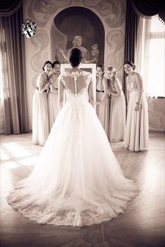 Getting ready with your besties Wedding Planner, Destination Wedding, Wedding Venues, Got Married, Getting Married, Vineyard Wedding, Wedding Pictures, Austria, One Shoulder Wedding Dress