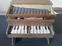 French Piano jouet ancien; looks very similar to a toy piano in the Catalogue du Louvre of 1912.
