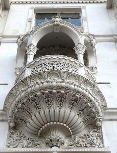 #Bombay - Pretty #Balcony at La Kozy Mansion - Marine Drive - #windows