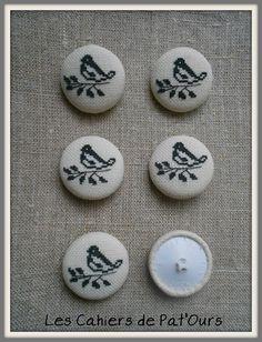 Les Cahiers de Pat'Ours  ...Petits boutons réalisés avec les chutes de toile a broder .....