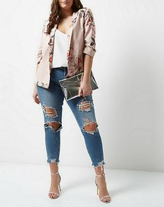 It's time to lighten up for spring with our picks of 7 OH SO Chic pieces from plus size brand River Island.   Rock this plus size floral blazer with your denim for a chic meet street look.  7 Stylish Spring Must-Haves From River Island http://thecurvyfashionista.com/2017/03/spring-must-have-river-island/