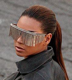 Beyoncé y sus #gafas versión cortinilla. Muy útiles ;-)