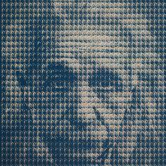 Kim Dong Yoo compõe retratos de figuras monumentais-culturais emblemáticos cada uma composta de centenas de mini-retratos pintados à mão de outro ícone. Devido à sua rede elementar de imagens minúsculas. (Albert Einstein & Marilyn Monroe, 2010)