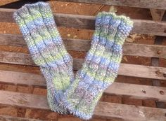 Dainty, super cosy, colourful slipper socks... With soles and cables.