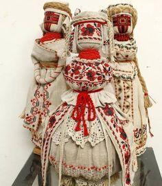 """Лялька-мотанка 45 см, домотканне полотно, вишивка нитками муліне, бісер, кропив""""яний шнур, лляні нитки, дерев""""яні намистини, лляне мереживо"""