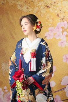 ウェディング 和服 Hijab a hijab cap Japanese Wedding Kimono, Japanese Kimono, Traditional Wedding Attire, Traditional Dresses, Japanese Outfits, Japanese Fashion, Japanese Costume, Japanese Hairstyle, Kimono Dress